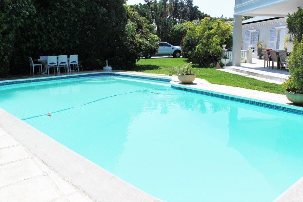 Fiberglass-pool-repair-pool-contractors