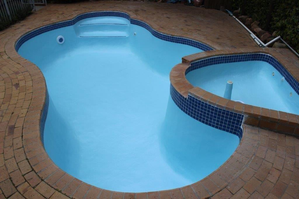 Newlands Lined-fibreglass-line-pool-with-ceramic-mosaic-tiles