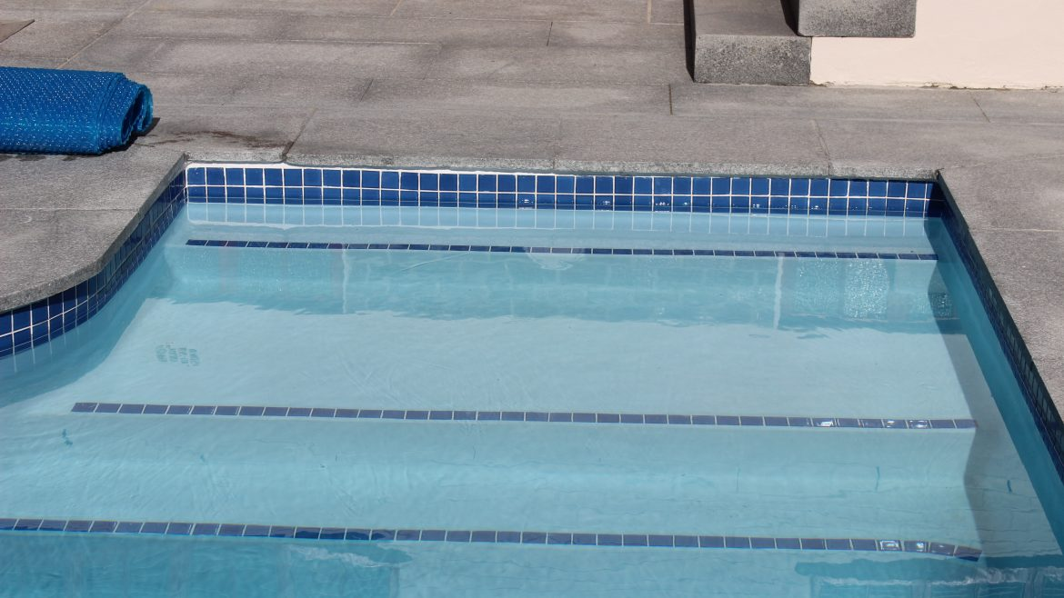 Barbarossa Clear-clean-water-pool-non-slip-steps-with-ceramic-mosaic-pool-tile-edging