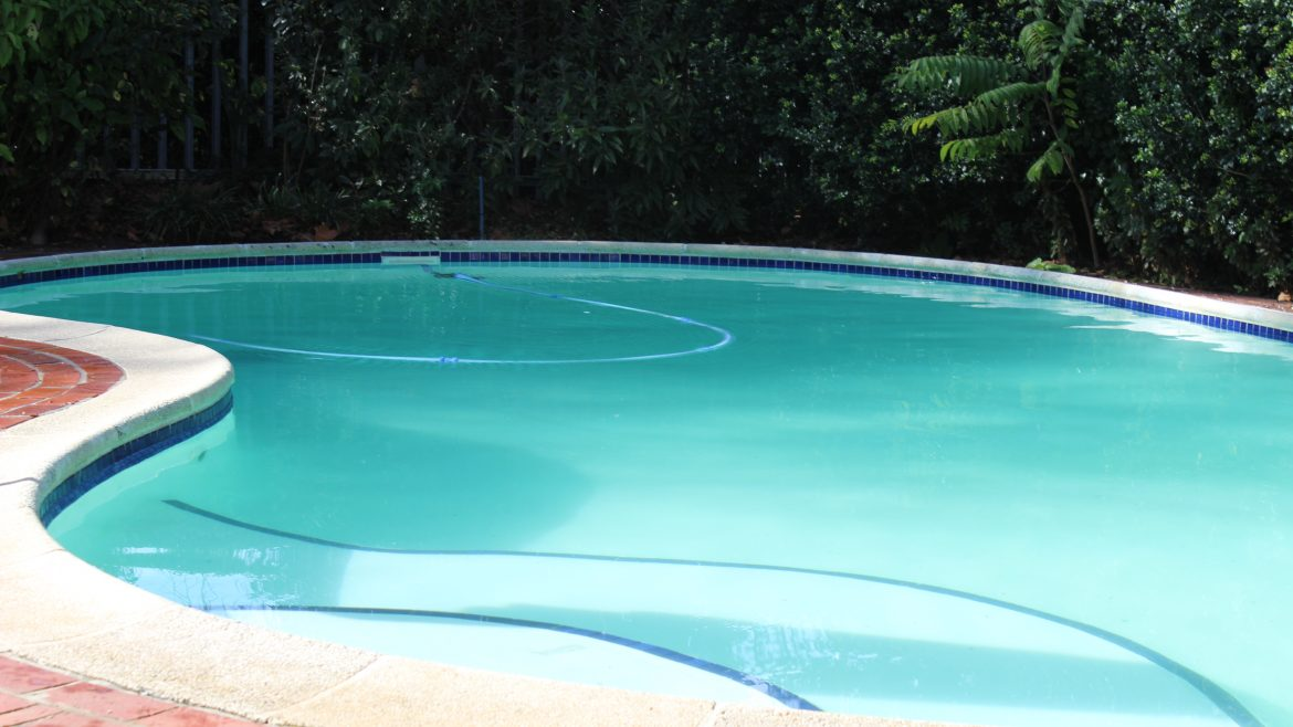 Crystal-clean-reedworth-pools-pool-services_maintenance