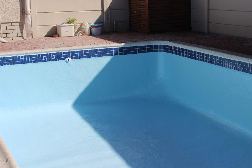 Apply ceramic mosaic pool tiles to the circumference