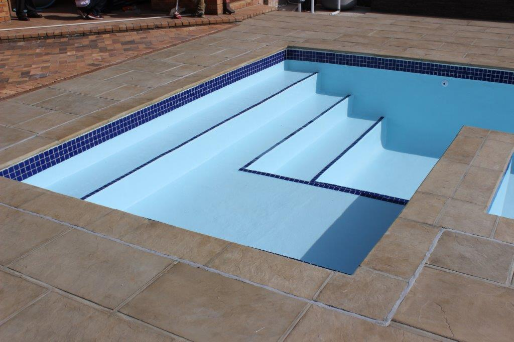 Rylands Pool Renovation Application of the new fibreglass lining with a finishing coat in pale blue