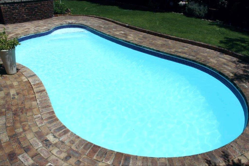 Kirstenhof Application of a new fibreglass lining in white. Application of new glass mosaic pool tiles.