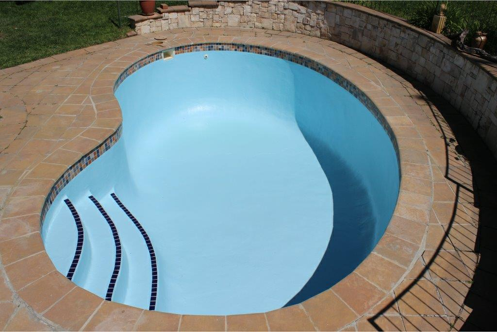Constantia small pools Acid wash the entire pool surface and preparation of the pool for a fiberglass lining