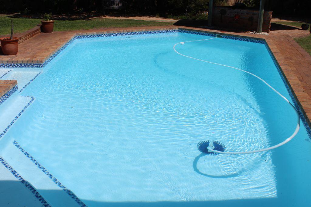 Noordhoek Installation of a new Super blue pool light