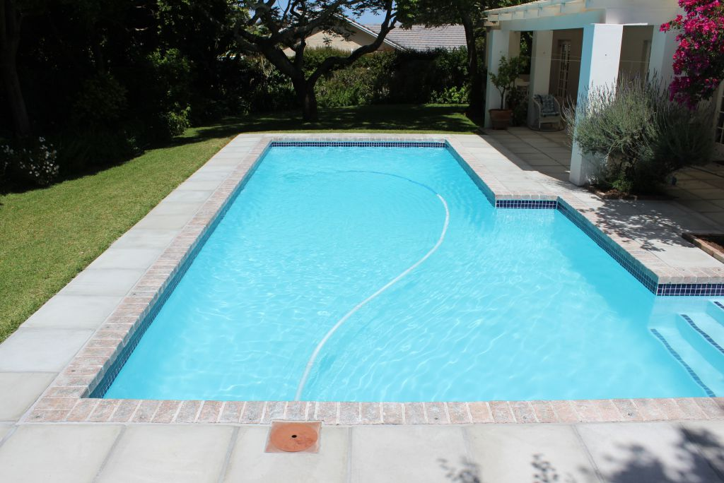 Constantia Acid wash of the entire pool surface and repair of surface cracks